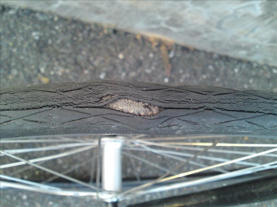 タイヤが劣化したらどうなるか ...